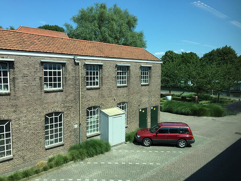 Uitzicht op kanaal vanuit kamer 9 Bedrijfsverzamelgebouw kantoor Utrecht Kanaalweg