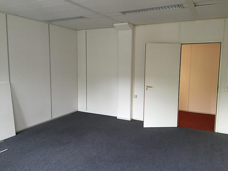 Smart Business Park Bedrijfsverzamelgebouw A4  Te huur kantoor kamer 155 foto vanaf het raam