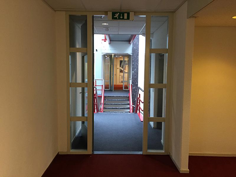 Smart Business Park Bedrijfsverzamelgebouw A4 Trap gezien vanaf kantoor kamer 123